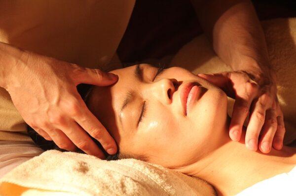Odblokování krční páteře pomocí reflexní masáže